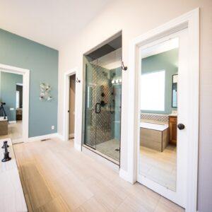Eine Zimmertür in weiß